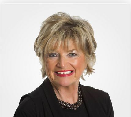 Realtor Kim Stewart Took Real Estate Lessons From A Living Legend: Her Mother Carolyn Davis Stewart